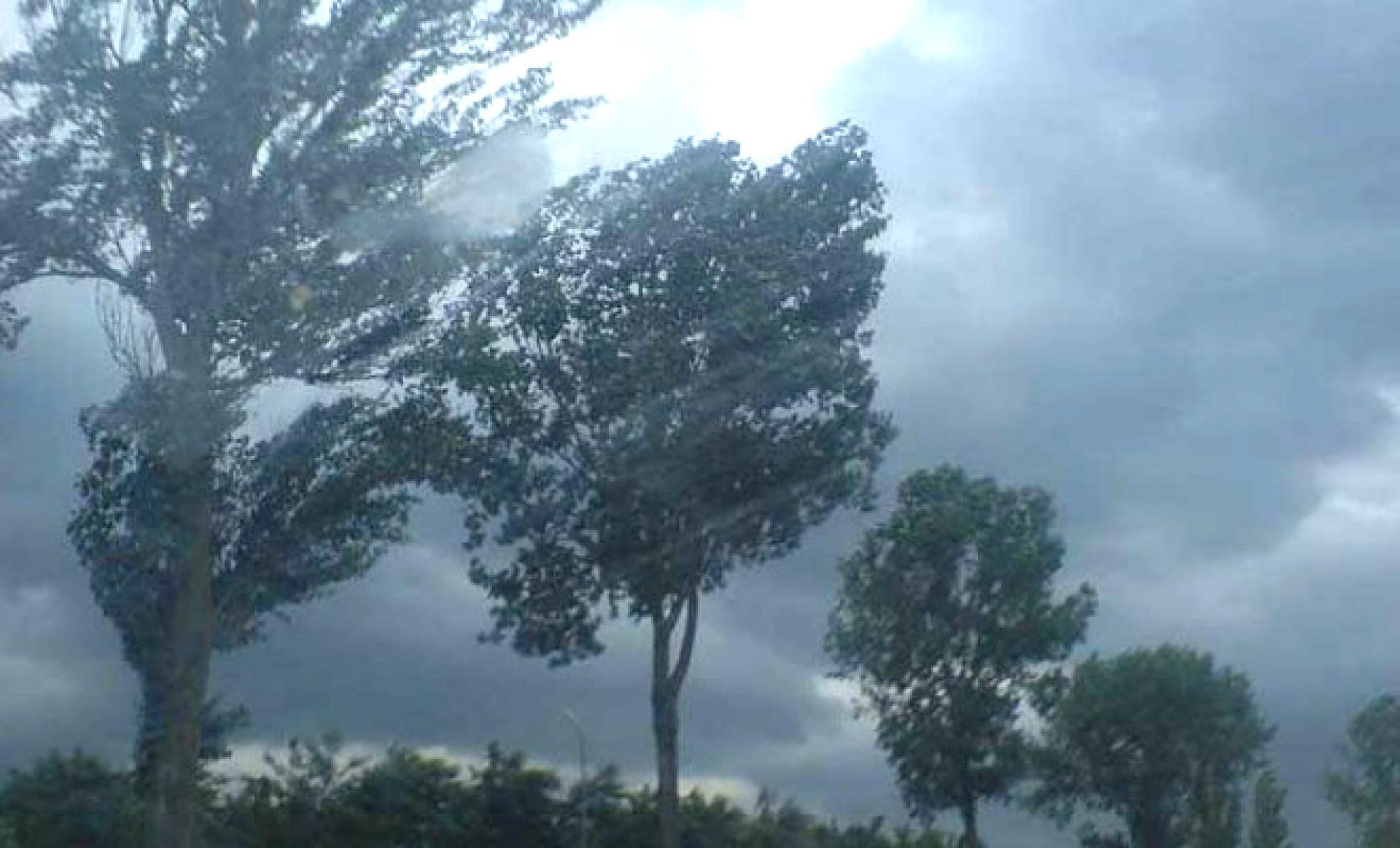Alertă ANM de Cod ROȘU de vreme severă imediată în județul Hunedoara