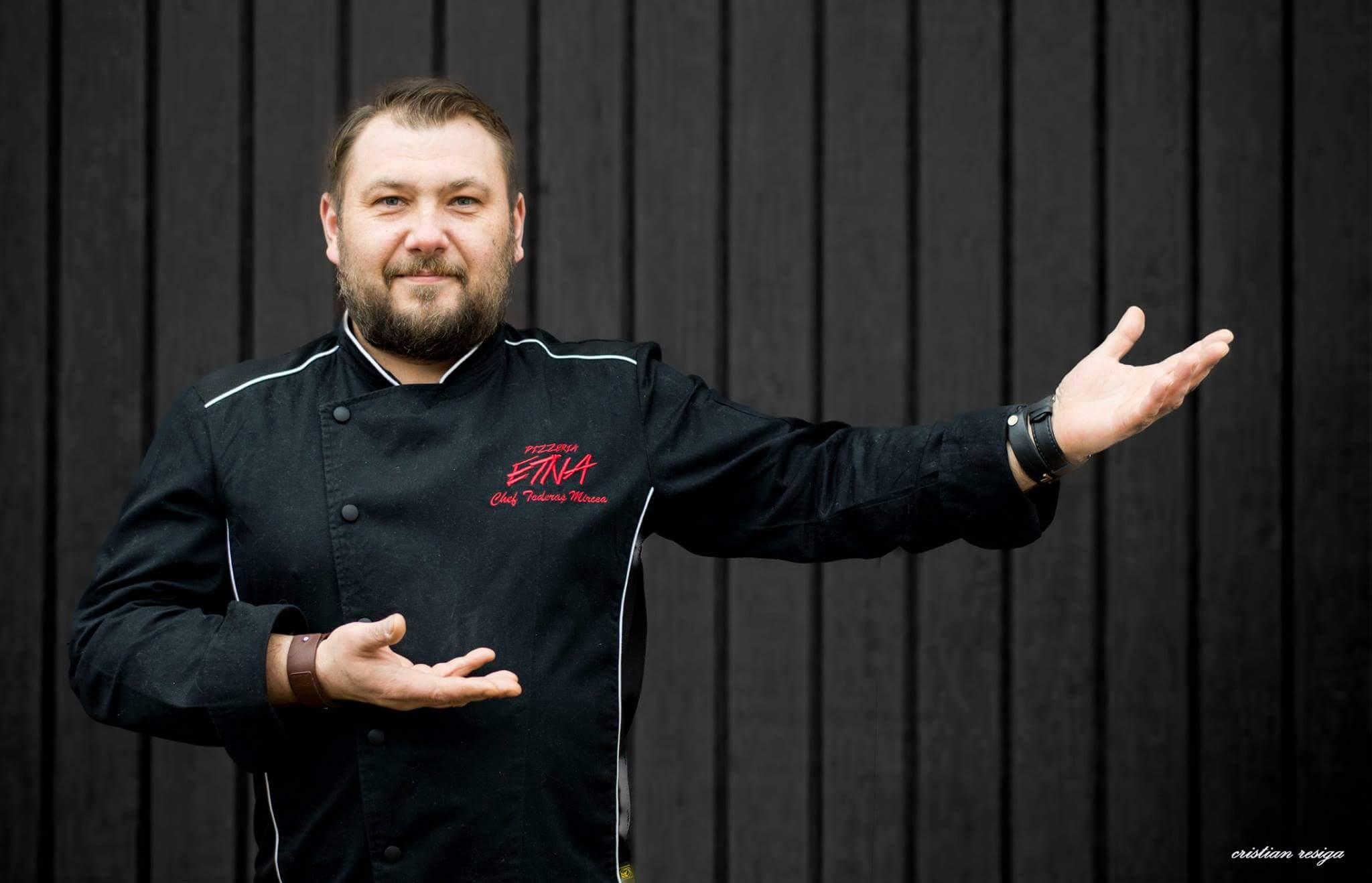 Pizza cu aur la Deva, pentru o cauză nobilă. Mircea Toderaș transformă preparatele în adevărate opere de artă