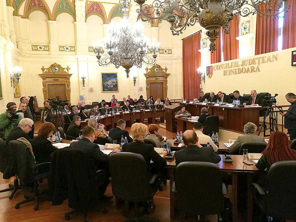 Au fost validate mandatele consilierilor județeni
