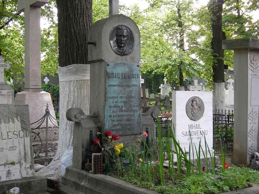 Scriitorul Laurian Stănchescu cere DESHUMAREA lui Mihai Eminescu