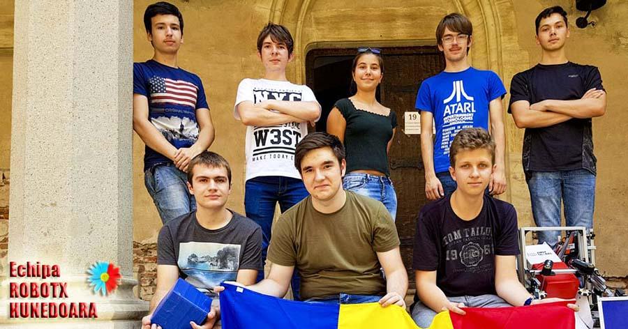 Campionii mondiali la robotică din Hunedoara, răsplătiți de comunitate
