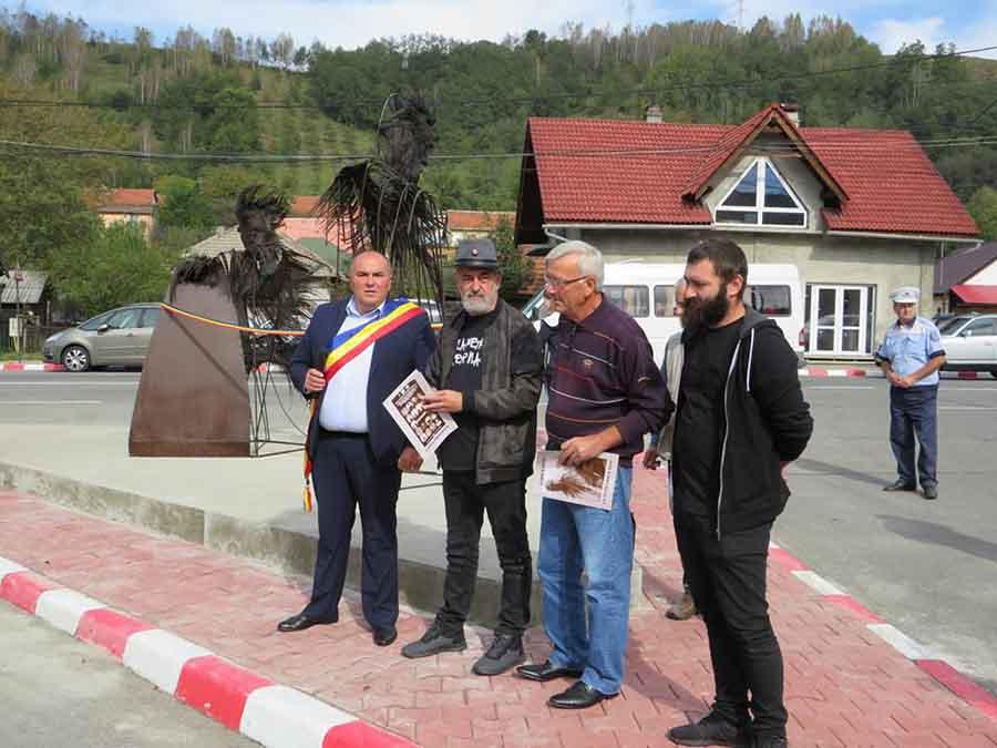 """Monument dedicat """"Celui mai iubit dintre pământeni"""" și celui mai mare sculptor român, dezvelit la Petrila"""