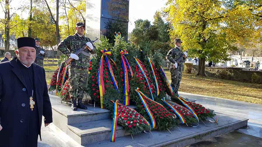 Depuneri de coroane, rostiri de alocuțiuni și defilări, de sărbătoarea ostașilor români