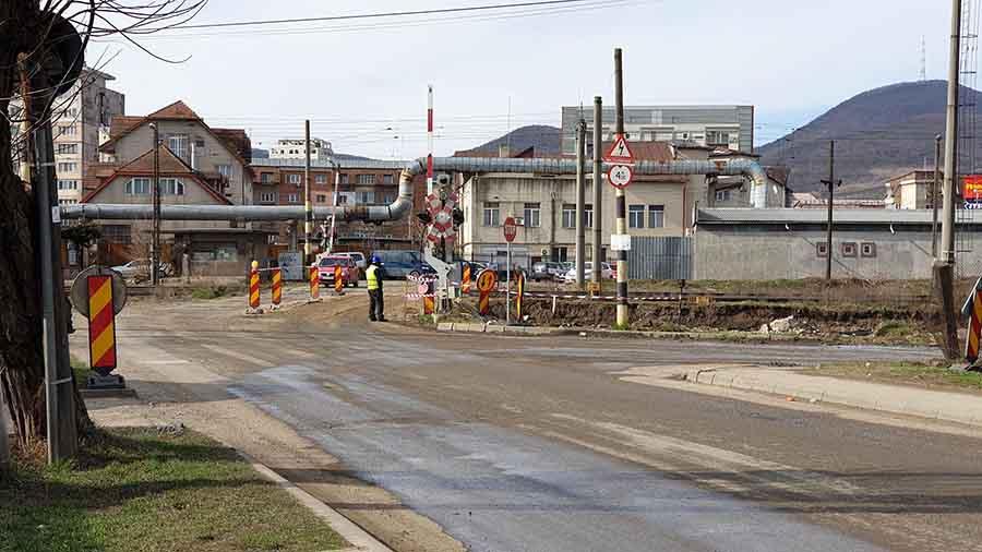 Trecerea la nivel cu calea ferată, de la fosta Brutărie Neamț, din Deva, închisă