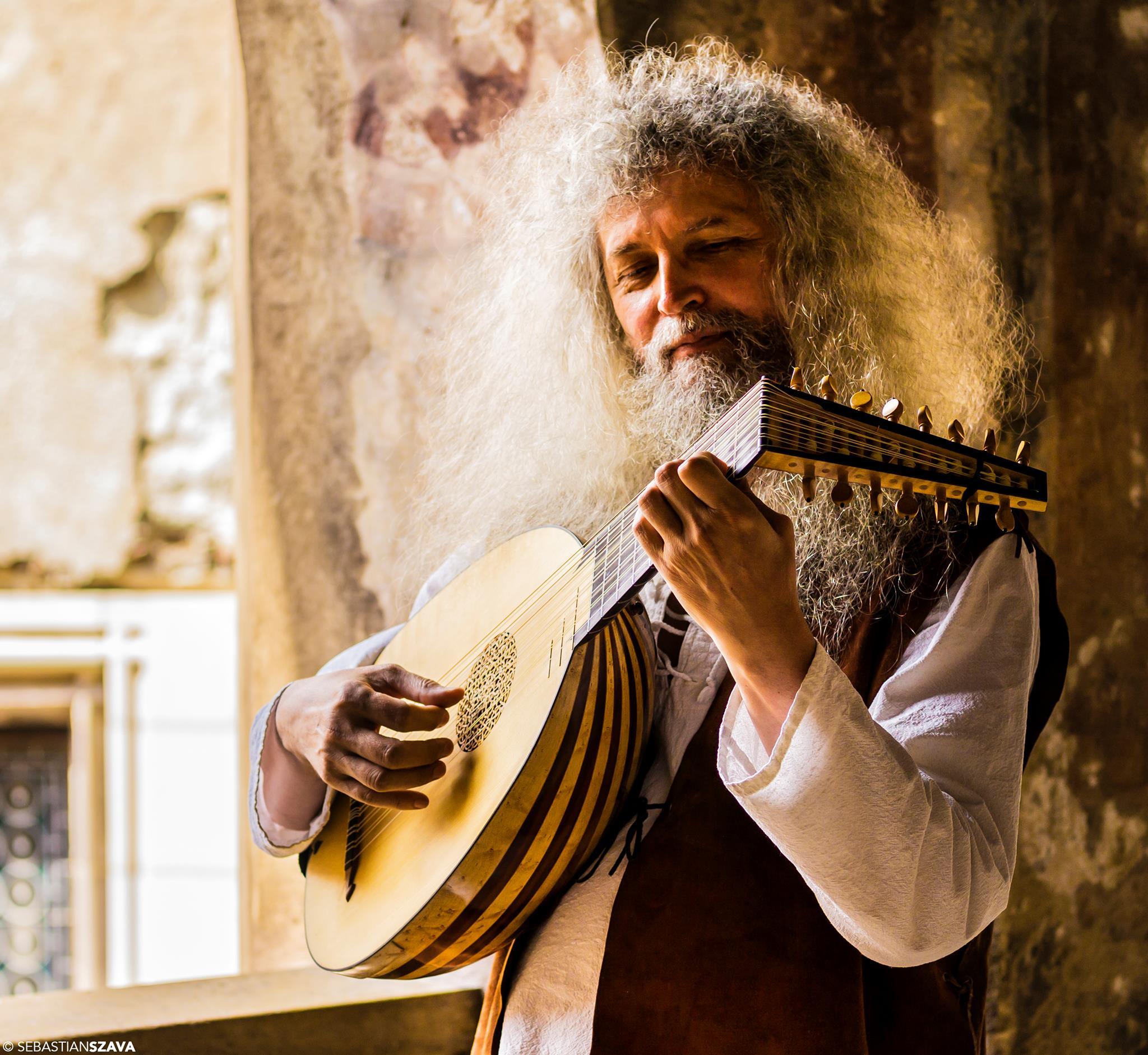 Menestrelul hunedorean Nicolae Szekely, în spectacol, de intensă emoție, la Palatul Brâncovenesc de la Mogoșoaia
