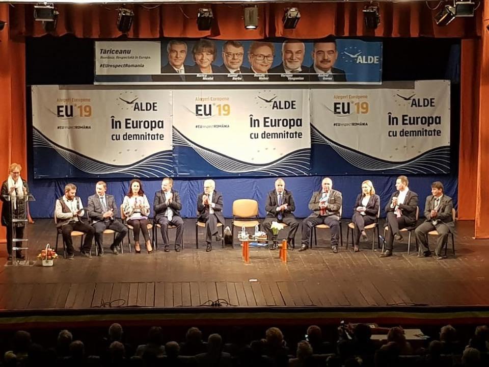 Renate Weber, prezentă la Deva, în precampania pentru alegerile europarlamentare