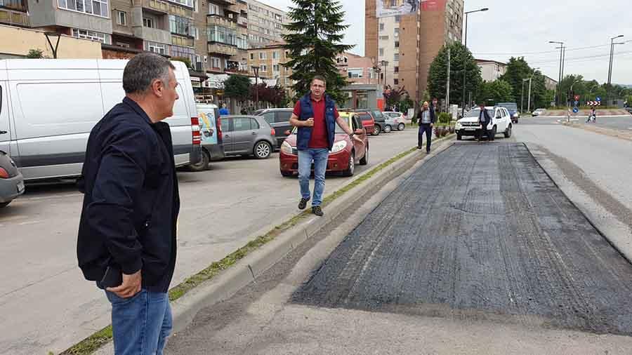 Mai multe străzi din Deva sunt asfaltate și reparate, inclusiv Calea Zarandului