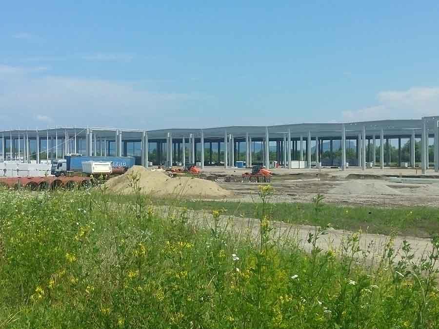 """Depozit logistic construit """"cu cântec"""" în apropierea Devei"""