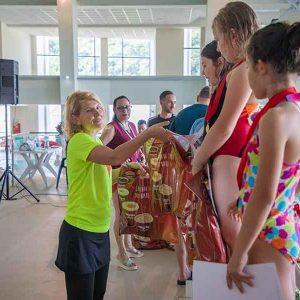 Zeci de copii s-au întrecut la înot, la complexul acvatic din Deva