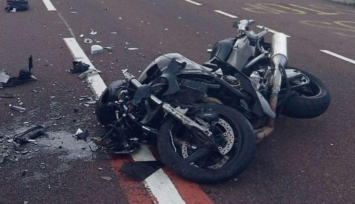 Motociclist turc, rănit grav în urma unui impact frontal cu un TIR. Bărbatul, transportat la un spital din Timișoara