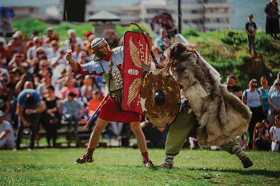 """Lupte de gladiatori, ritualuri de nuntă dacică, ateliere antice, foc sacru, la """"DAC Fest"""""""