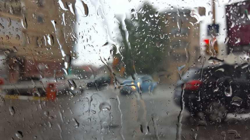 Cod galben de ploi şi vijelii, în judeţul Hunedoara. Avertizare nowcasting pentru mai multe localităţi