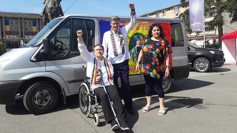 În scaun cu rotile, scriitorul român Laurian Stănchescu va mărșălui 100 de kilometri în onoarea lui Avram Iancu