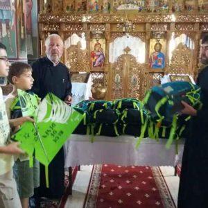 O nouă acţiune caritabilă a Episcopiei Devei şi Hunedoarei, la început de an şcolar. Ghiozdane pentru 300 de copii