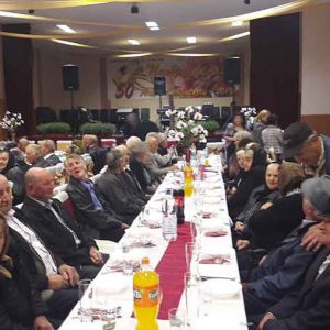 """""""Nunți de aur"""", la Pui. 70 de familii, care au împlinit 50 de ani de căsătorie neîntreruptă, premiate de autoritățile locale"""