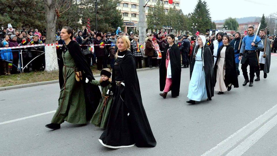Restricţii rutiere, la Hunedoara, pentru parada de 1 decembrie