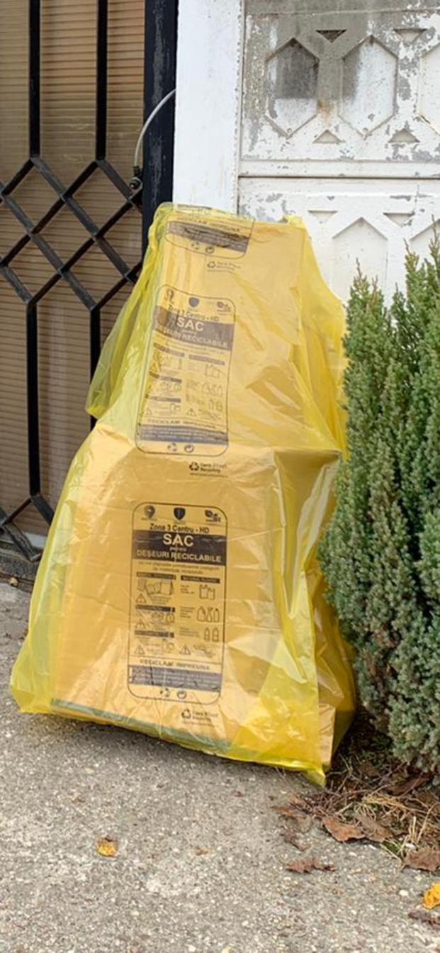 Trăiește curat, colectează separat!  BRAI-CATA SRL distribuie gratuit hunedorenilor care stau la case saci galbeni pentru deșeurile reciclabile