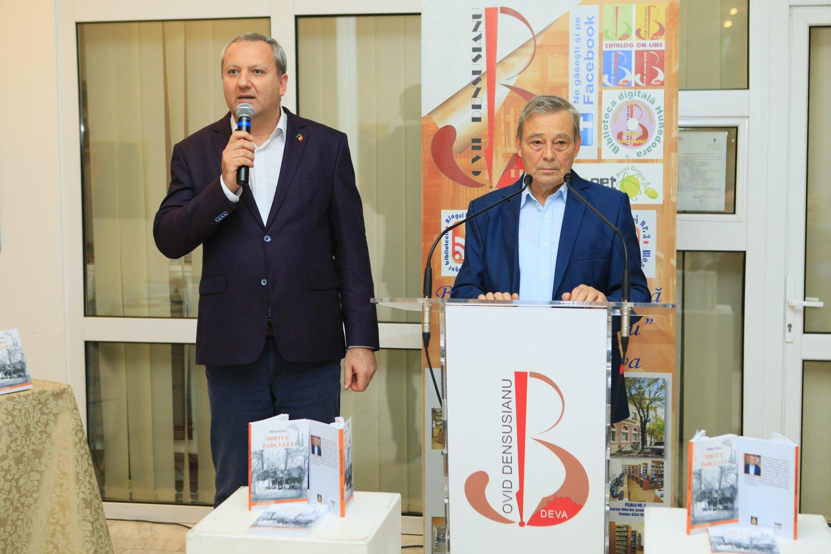 """Biblioteca Județeană """"Ovid Densusianu"""" a organizat un nou eveniment cultural de excepție Un roman cât o istorie – """"Birtul parcului"""", semnat de Mihai Petre"""