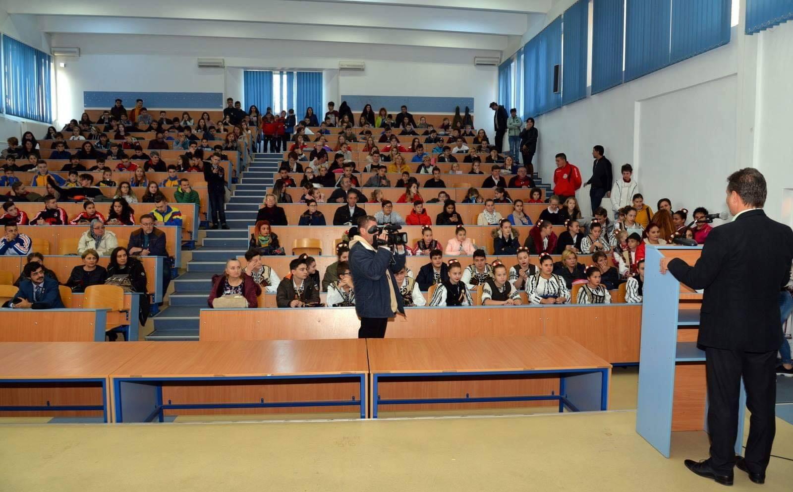 Elevii și sportivii cu rezultate deosebite, premiați la Hunedoara