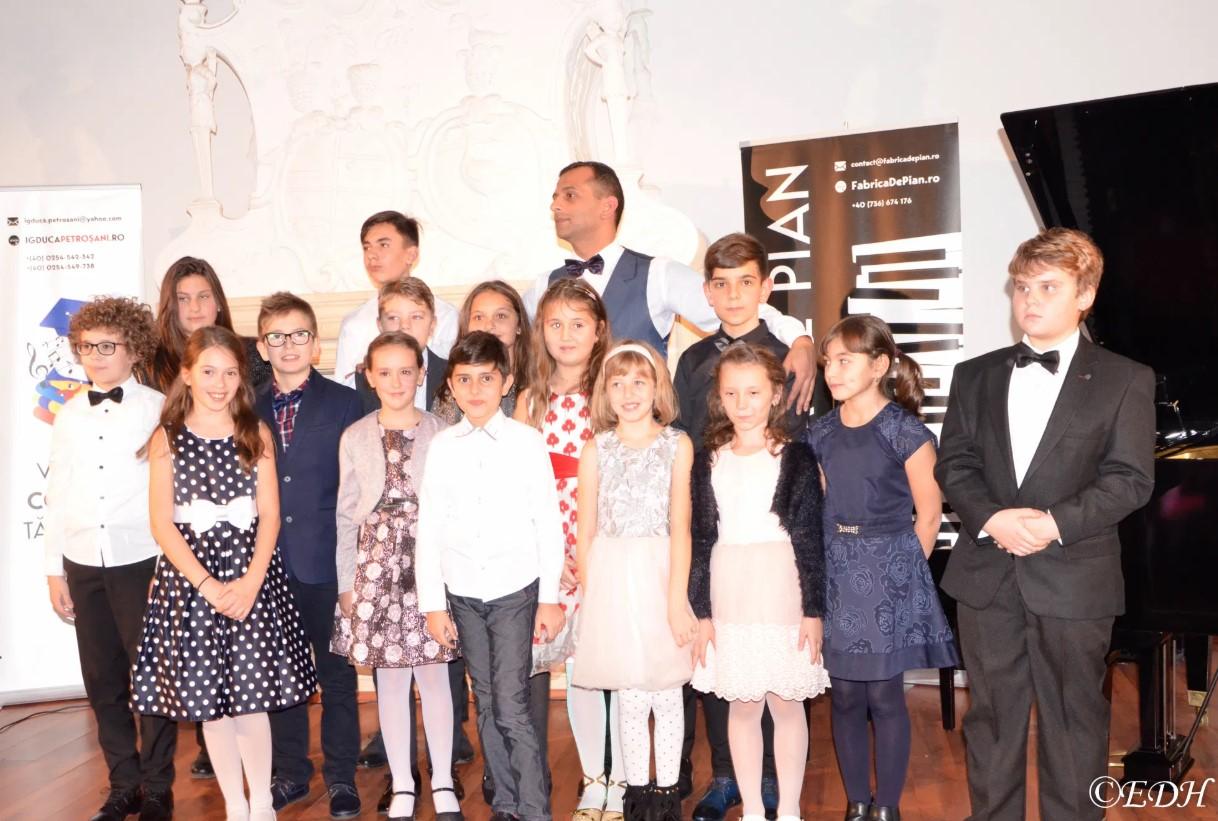 """Concert caritabil """"Fabrica de pian"""". Episcopia Devei și Hunedoarei a donat 10.000 de euro"""