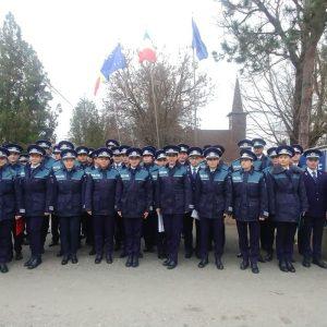 Zeci de tineri polițiști, îndeosebi tinere, vor asigura ordinea publică în județ