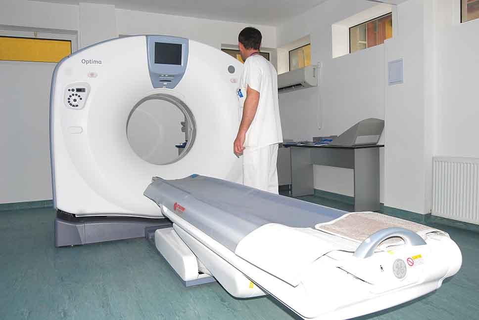 """Tomograful spitalului județean din Deva s-a stricat iar. Pacienții sunt trimiși la """"privat"""" sau la Petroșani și Hunedoara"""