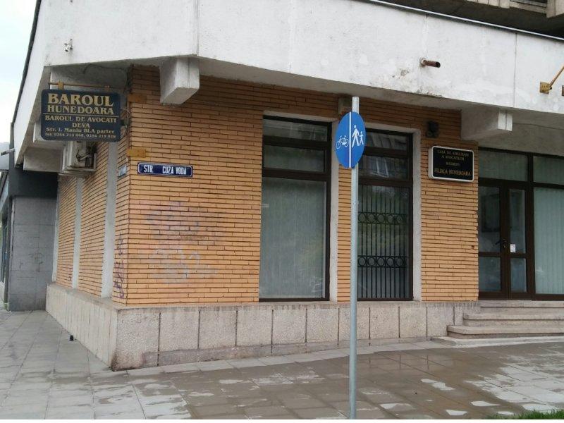 Protest al avocaţilor din Baroul Hunedoara. De luni, se vor prezenta doar în cauzele urgente