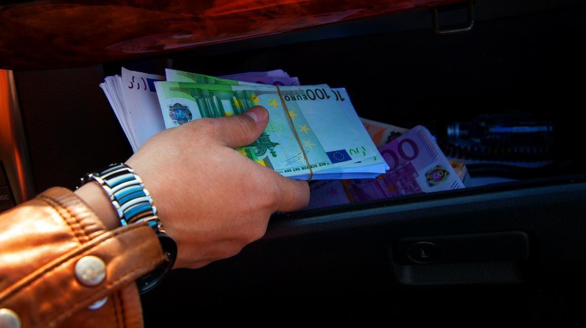 Hunedoreancă lăsată fără câteva mii de euro, în urma unei demonstrații cu produsele de menaj