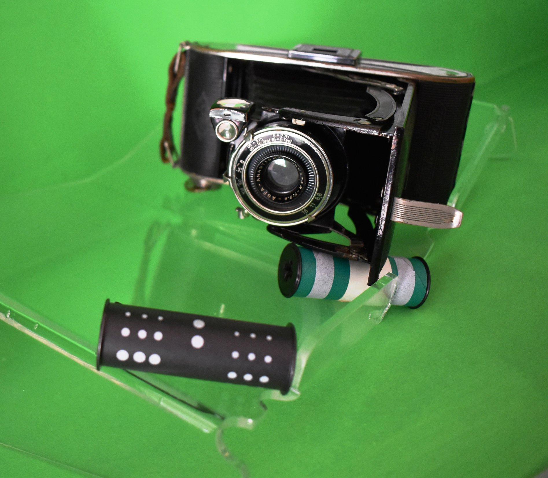 Un aparat de fotografiat, vechi de circa 80 de ani – exponatul lunii, la muzeul din Deva