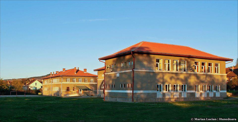 """Investiții în reabilitări și robotică, la """"Traian Lalescu"""" din Hunedoara"""