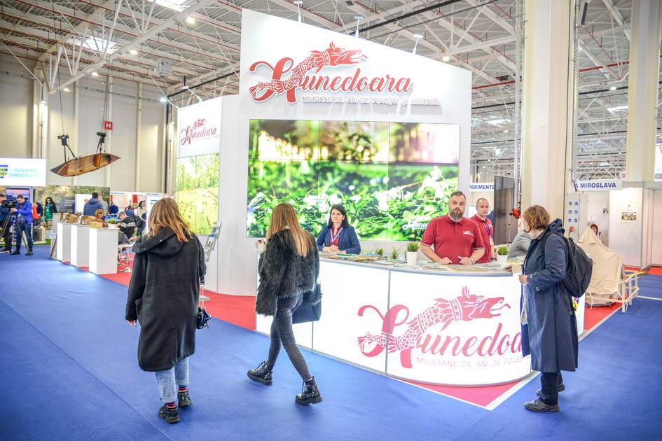 Frumusețile Hunedoarei promovate, din nou, la Târgul de Turism al României