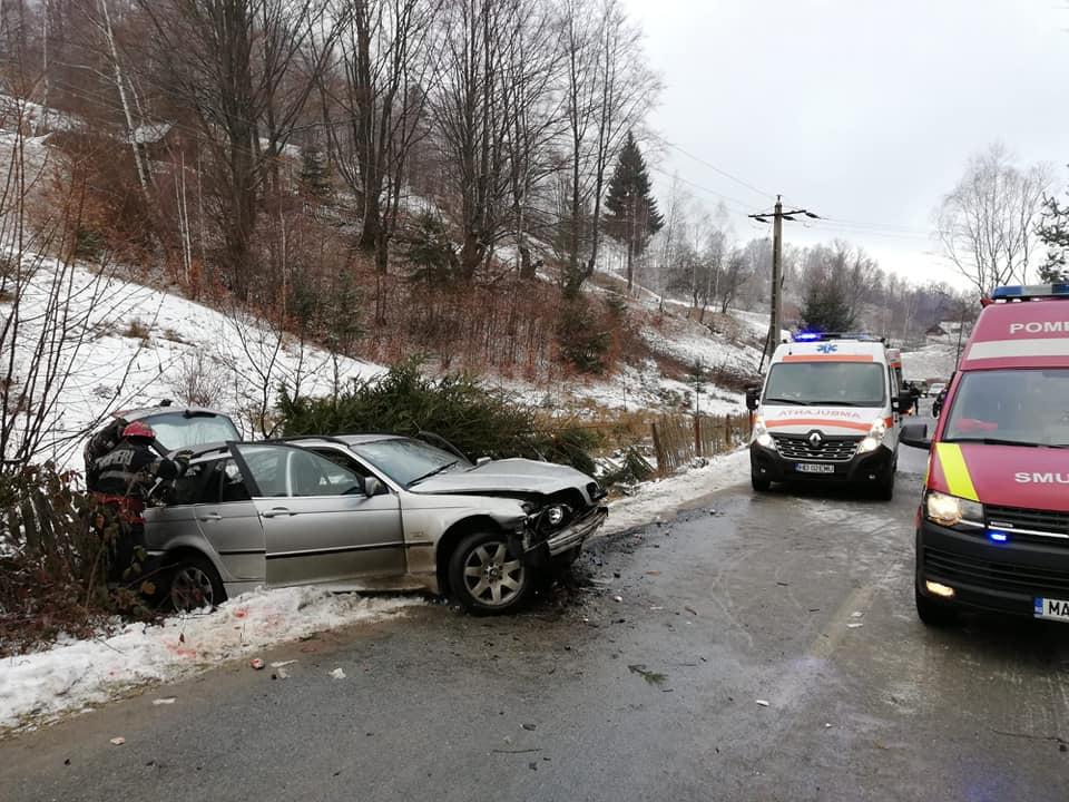 Accident rutier pe drumul ce duce spre Parâng. Trei tineri au fost răniţi