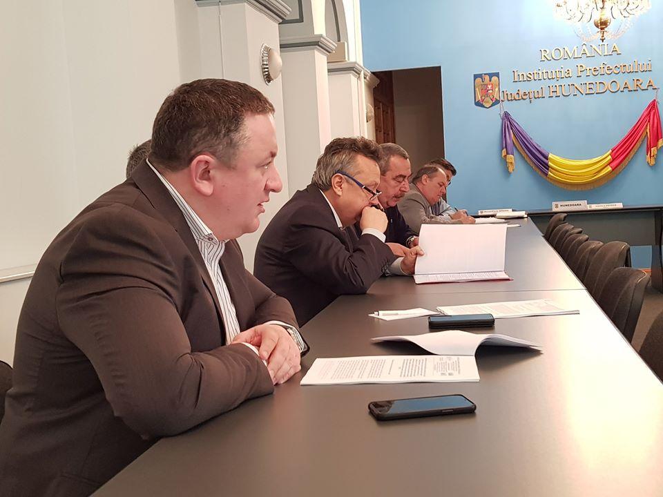 Discuții la Prefectura Hunedoara pe tema viitorului mineritului și producției de energie din județ
