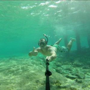 Povestea impresionantă a doi tineri care au renunțat la viața luxoasă din mijlocul oceanului pentru liniștea din Retezat