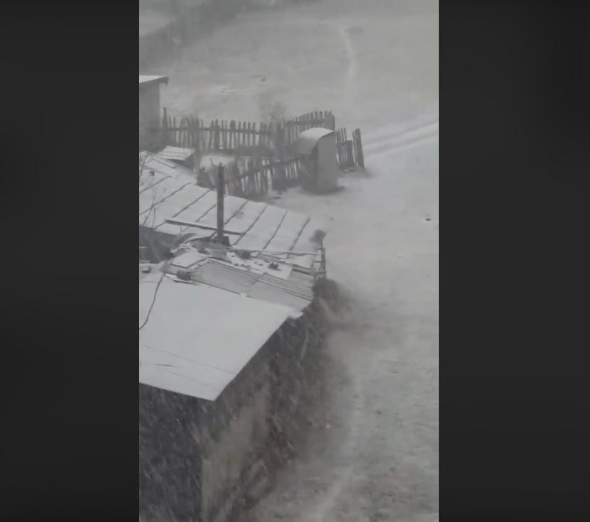 Fenomen meteorologic mai puțin obișnuit. Ninsoare cu tunete și fulgere, la Petroșani