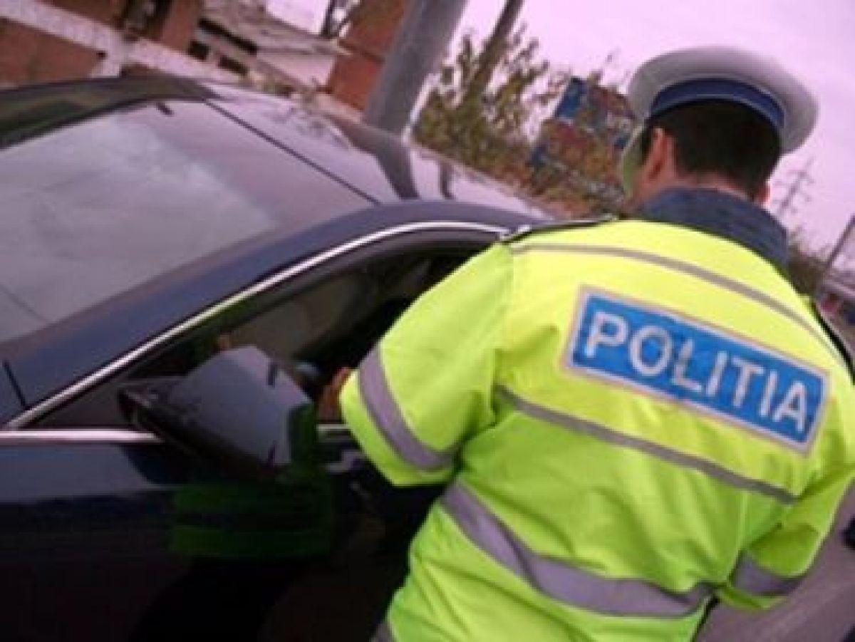 Tânăr din Brănișca, prins la volan beat turtă și fără permis de conducere