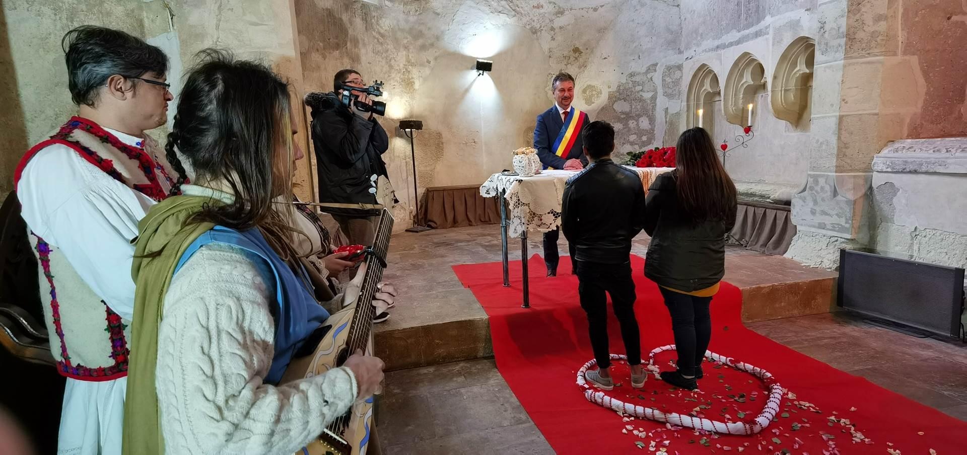 """""""Dragobetele"""", sărbătorit prin căsătorii """"de probă"""", în capela Castelului Corvinilor"""