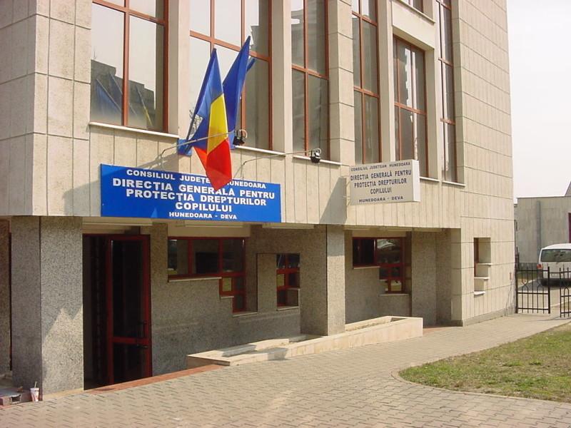 DGASPC Hunedoara recrutează persoane interesate să devină asistenți maternali profesioniști