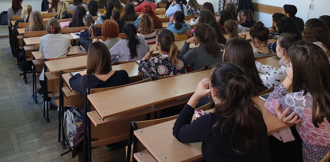 Consilierii locali au aprobat: Mai multe burse şcolare pentru elevii din Deva