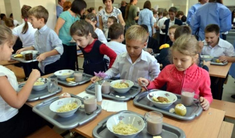 """Programul """"Masa caldă"""", în patru școli din județul Hunedoara"""