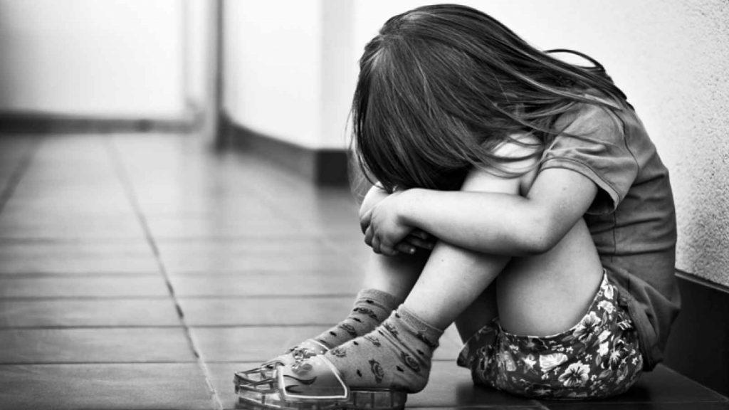Caz cutremurător! Copilă de 7 ani abuzată sexual, mai bine de un an, de tatăl vitreg