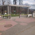 În Brad, s-a restricționat accesul în parcuri, iar băncile au fost luate de pe domeniul public