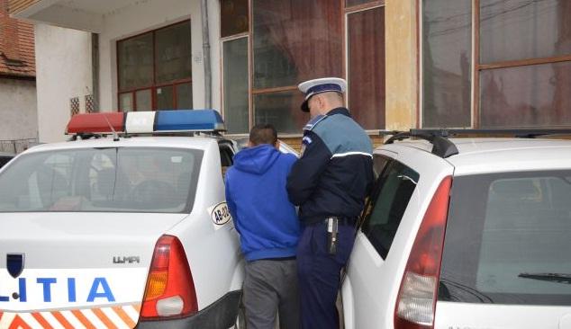Tânără, specialistă în furturi, prinsă în după mai multe infracțiuni comise alături de ucenicul său, minor