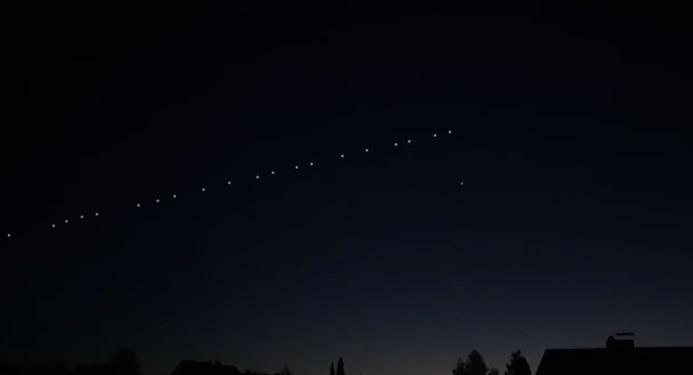 Lumini misterioase, observate pe cer și la Deva. O posibilă explicație: sateliții Starlink
