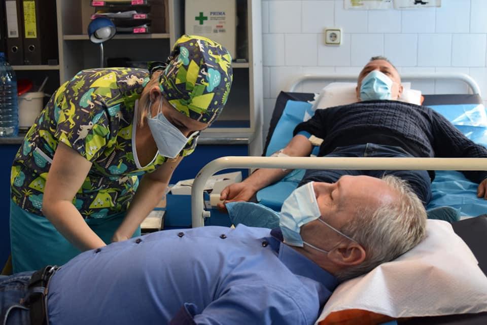 Vindecaţi de COVID-19, deputatul Lucian Heiuș, primarul Devei și administratorul public Adrian David au donat plasmă