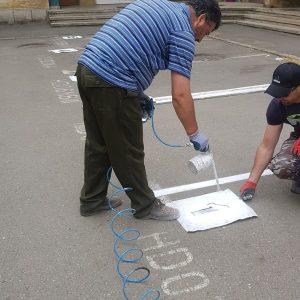 Se refac marcajele în parcările rezidențiale din Deva