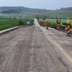 Lucrările de întreținere și reparații pe drumul Hunedoara-Călan continuă