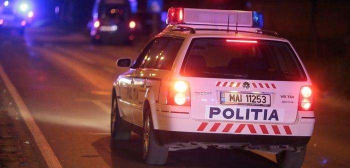 """Tineri teribilişti, prinşi în trafic în timp ce """"fluturau"""" un pistol şi un baston telescopic"""
