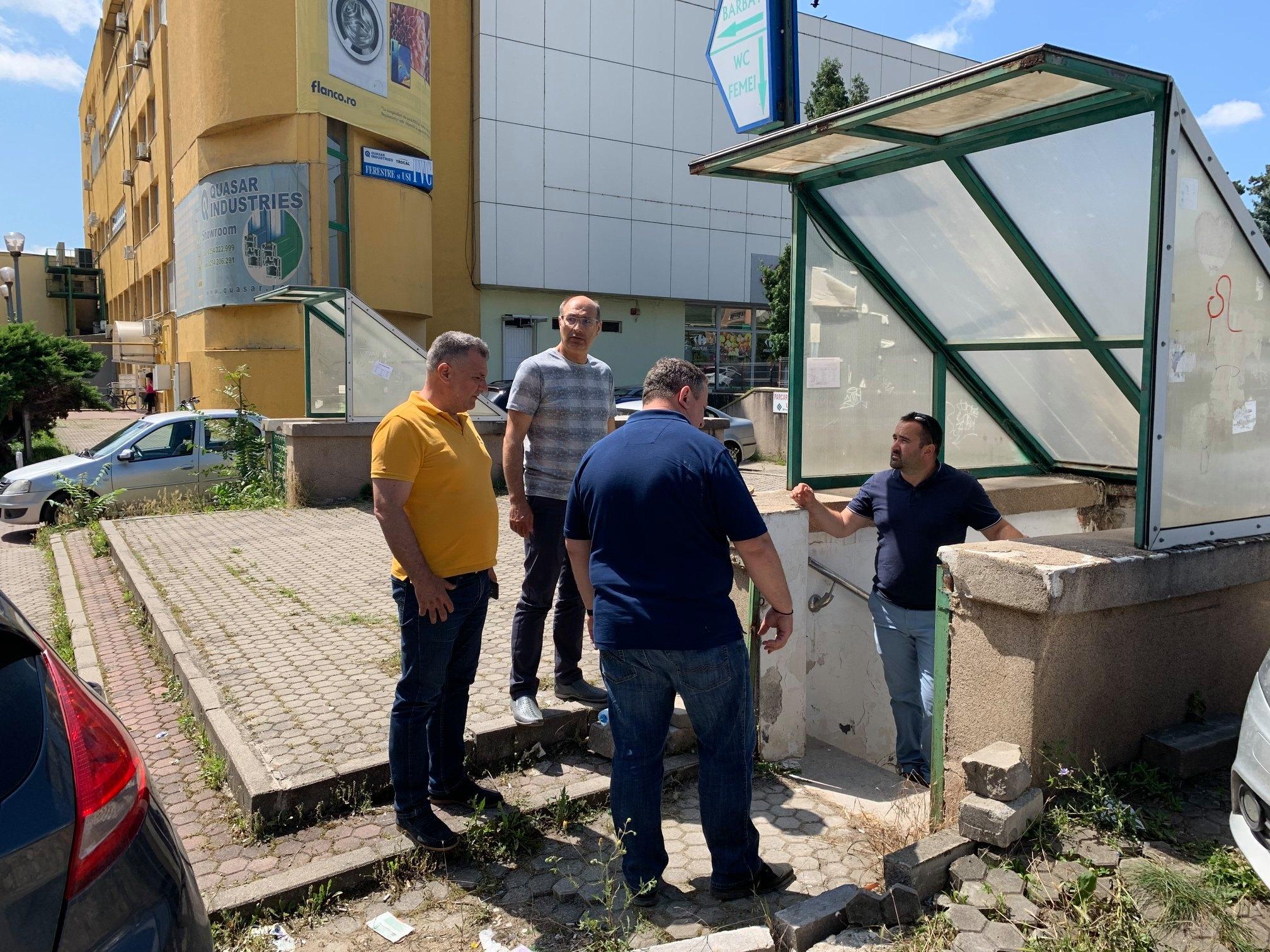 Toaleta publică din zona Ulpia, din centrul Devei, în reparații capitale