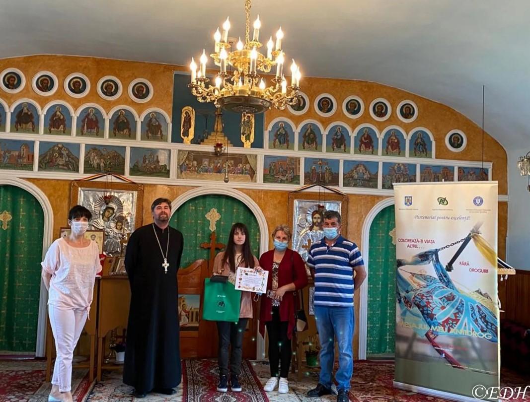 """Episcopia Devei și Hunedoarei a premiat căștigătorii Concursului Național """"Mesajul meu antidrog"""""""